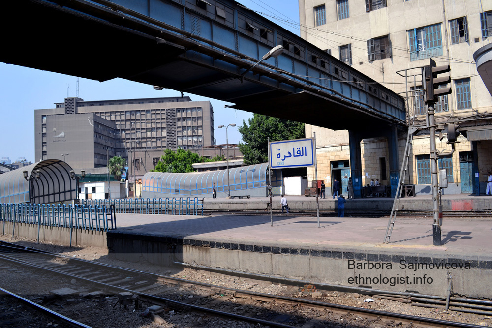 The train station Ramses in Cairo. In this photo you can see the table with Al-Qáhira. Photo: Barbora Sajmovicova, 2011, Nikon D3100.