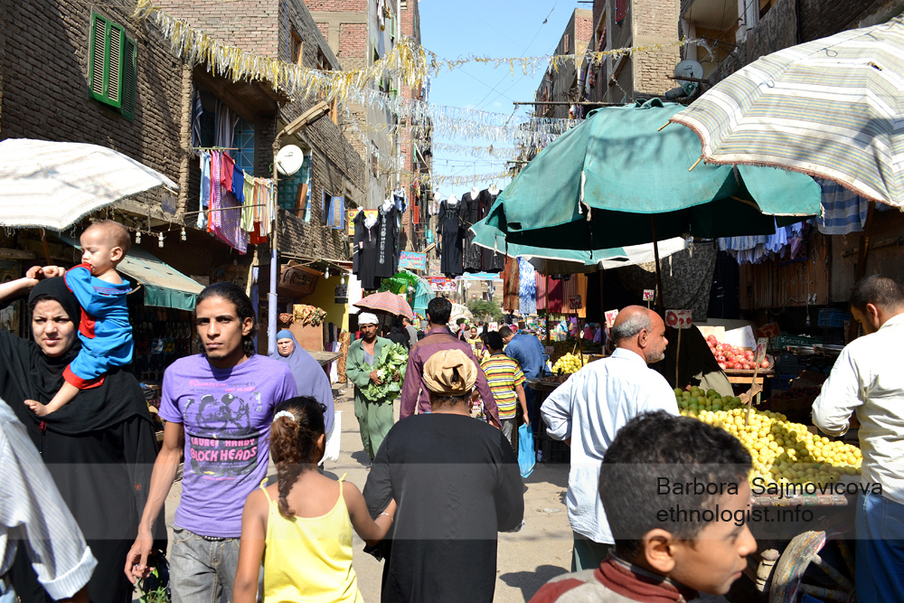 Street with shops in Manshiyat Naser. Photo: Barbora Sajmovicova, 2011, Nikon D3100.