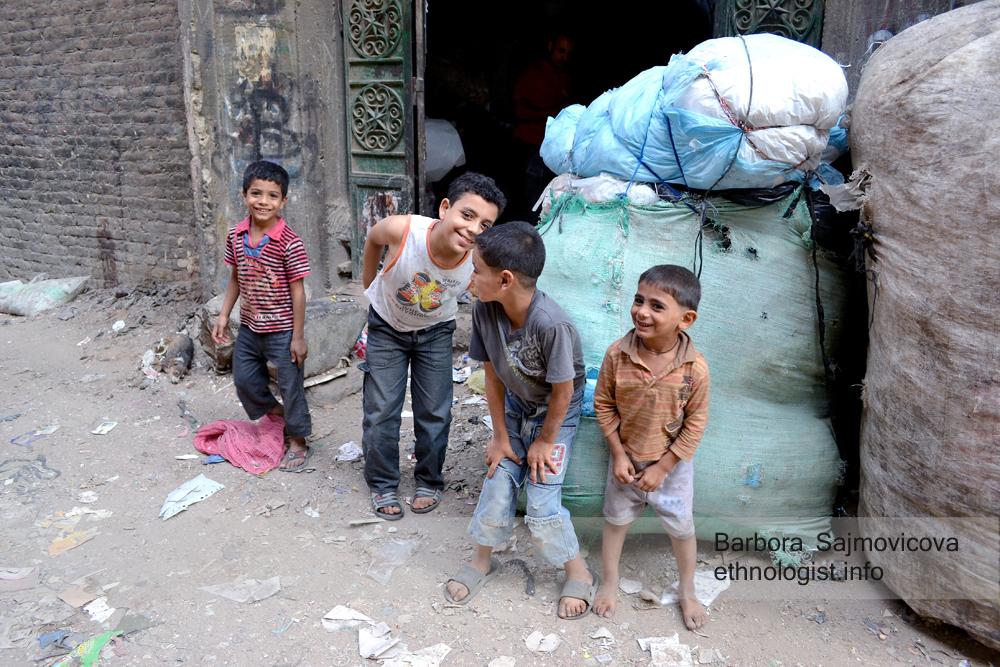 The children of the garbage collectors. Photo: Barbora Sajmovicova, 2011, Nikon D3100.