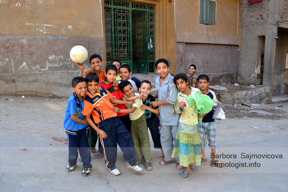 Children smile in the Manshiyat Naser. Photo: Barbora Sajmovicova, 2011, Nikon D3100.