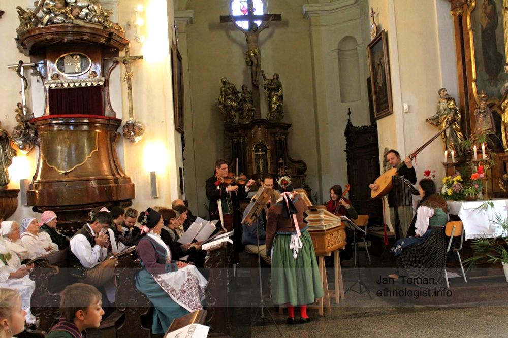 Svatováclavská mše v kostele Nanebevzetí Panny Marie v České Skalici. Foto: Jan Toman, 2015.