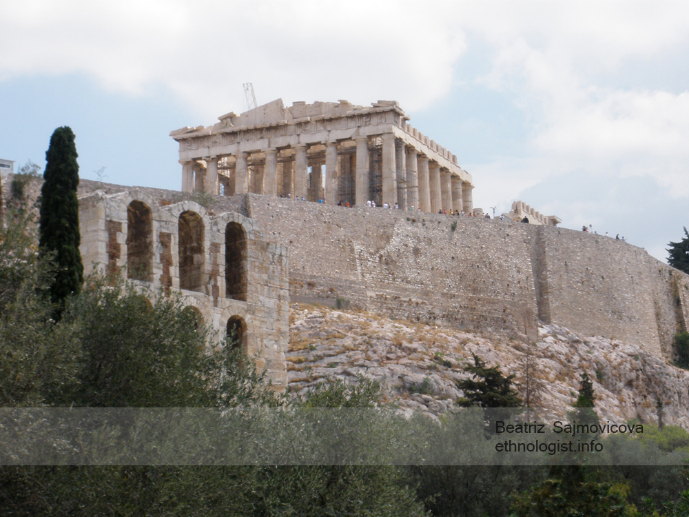 Athénská Akropolis s Partheonem, který nechal vybudovat státník Perikles. Foto: Beatriz Šajmovičová, Olympus, 2010.