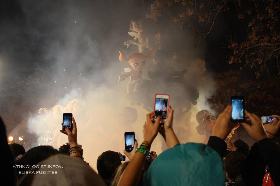 Dým provázející oslavy Las Fallas. Foto: Eliška Fuentes