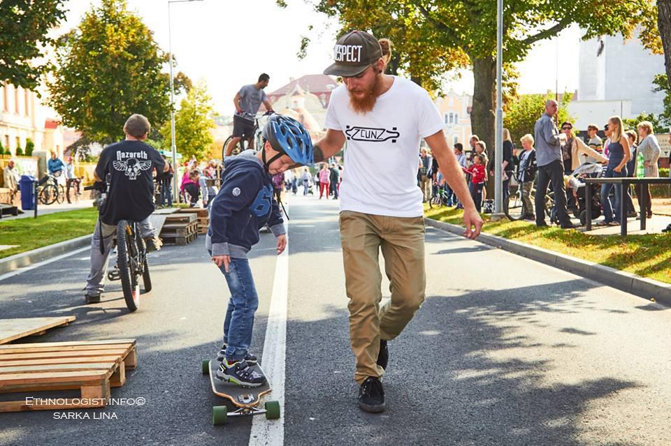 Loňská akce přilákala mnoho mladých rodičů s dětmi. Foto: Šárka Lina, 2016.