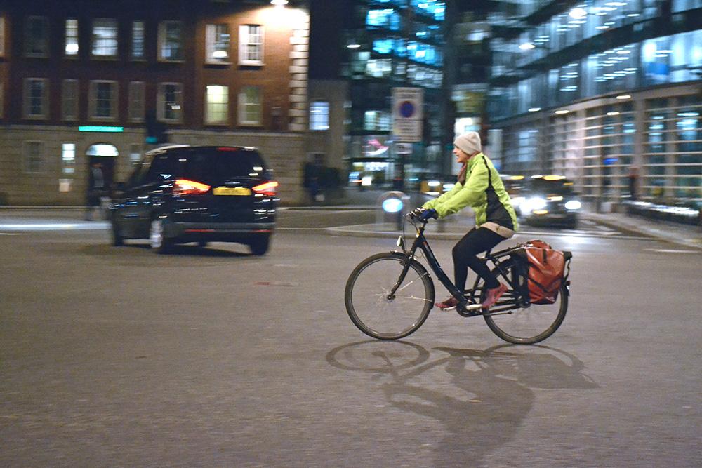 Cyklistka v londýnských ulicích. Foto: Barbora Zelenková
