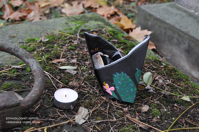 O víkendu jsme navštívili hřbitov a uctili památku zesnulých. Foto: Veronika Vopelková, 2017.