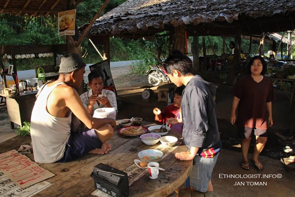 Tradiční thajská kuchyně na ekologické farmě. Foto: Jan Toman, 2017.