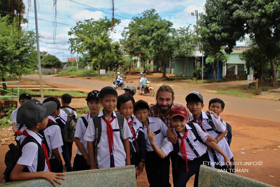 Žáci jazykového centra ve Vietnamu. Foto: Archiv Jana Tomana