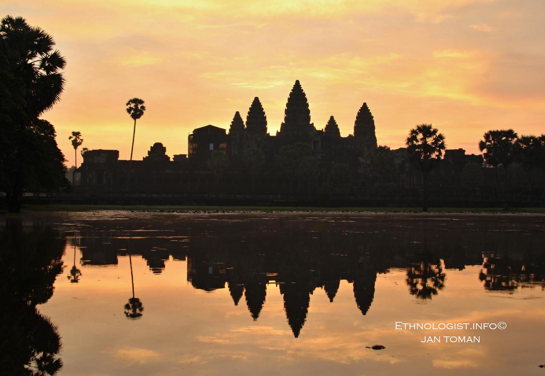 Angkor Wat při východu slunce v Kambodži. Foto: Jan Toman