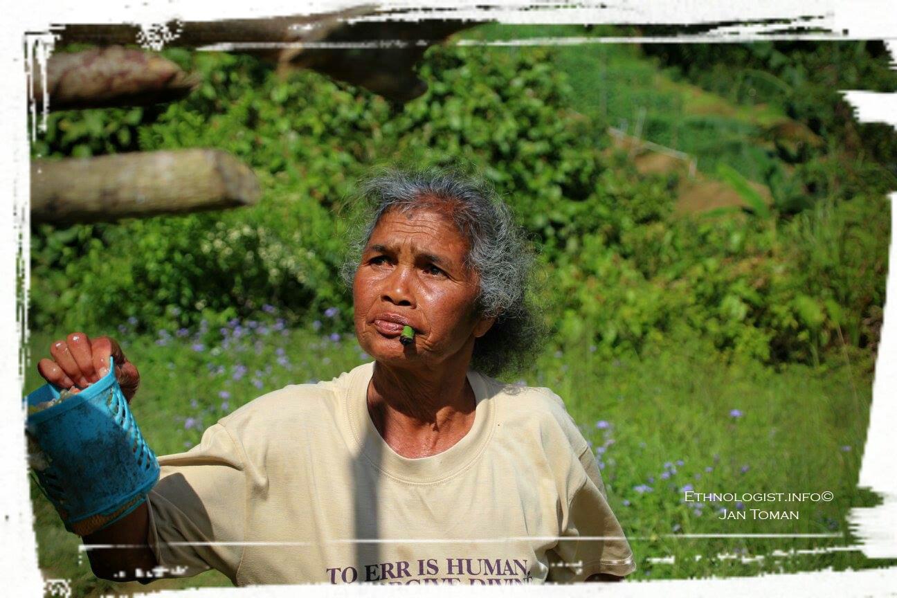 Žena domorodého etnika Orang Asli při práci. Foto: Jan Toman