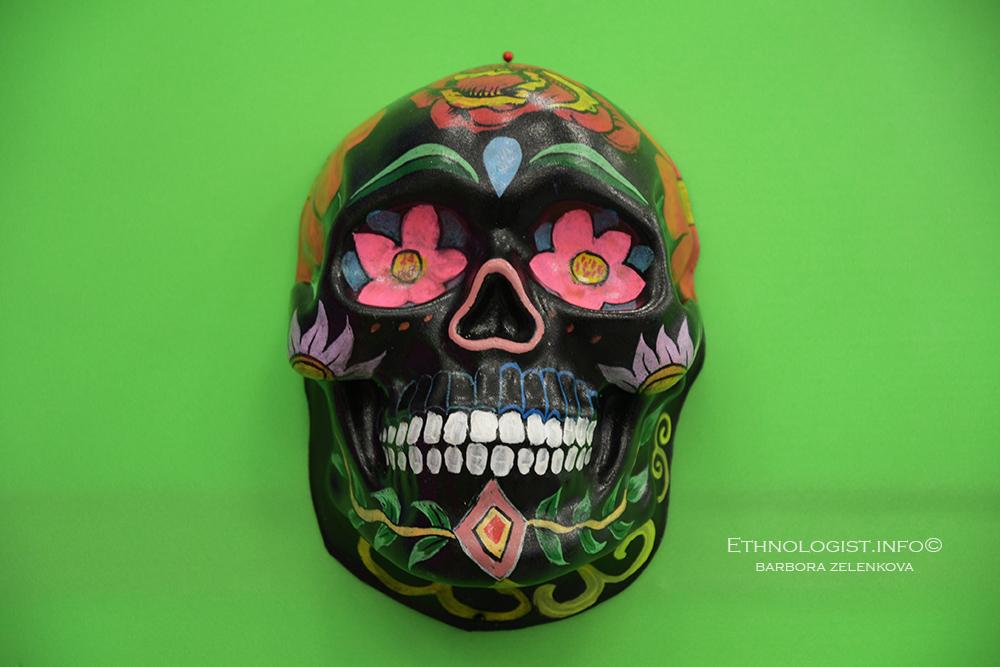 Lidská lebka, a její čelisti obklopeny vegetací, byla již symbolem věčně se opakujícího cyklu života a smrti dávných Azteků. Foto: Barbora Zelenková, Londýn, 2018, Nikon D500.